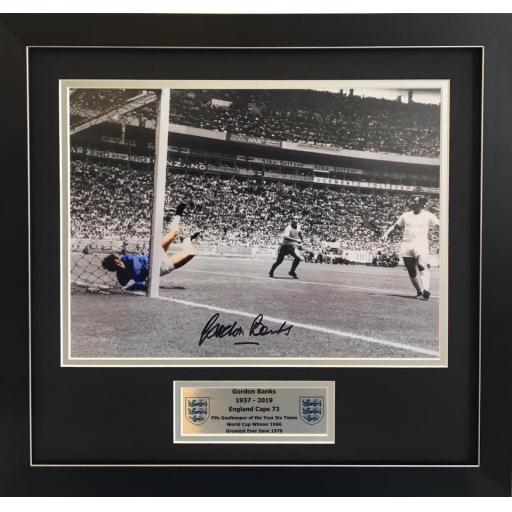 Gordon Banks England signed 16x12 photo display